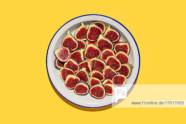 Studio shot of plate with fresh halved figs