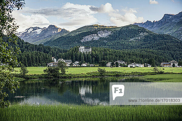 Switzerland  Canton of Grisons  Sils im Engadin  Shore of Lake Sils with mountain village in background