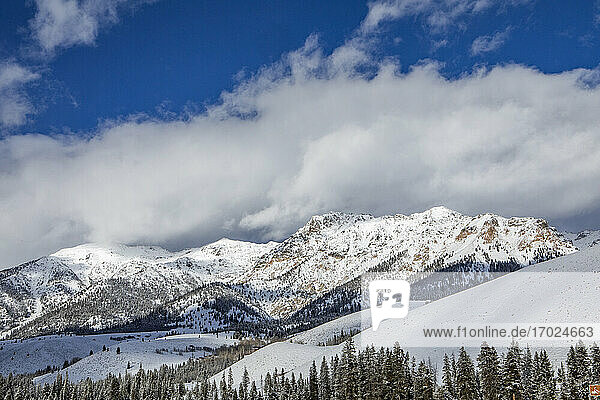 USA  Idaho  Sun Valley  Landschaft mit Boulder Mountains im Winter