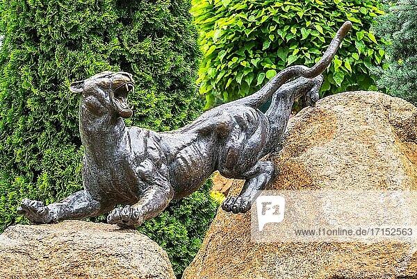 Kharkiv  Ukraine. Parkskulptur im Feldman's Ökopark in Kharkiv  Ukraine  an einem Sommertag.