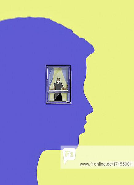 Frau mit Gesichtsmaske gefangen in einem Fenster im Kopf