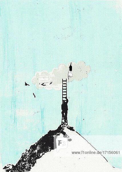 Mann klettert Leiter von Berggipfel zu Glühbirne in Wolke