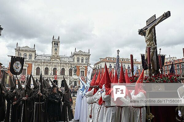 The 'Santo Cristo de las Mercedes'  the work of Pompeyo Leoni  carried on the shoulders of the brotherhood of the Seven Words. Sermon of the Seven Words. Plaza Mayor of Valladolid. Holy Friday. Holy Week in Valladolid. Castile and Leon. Spain.