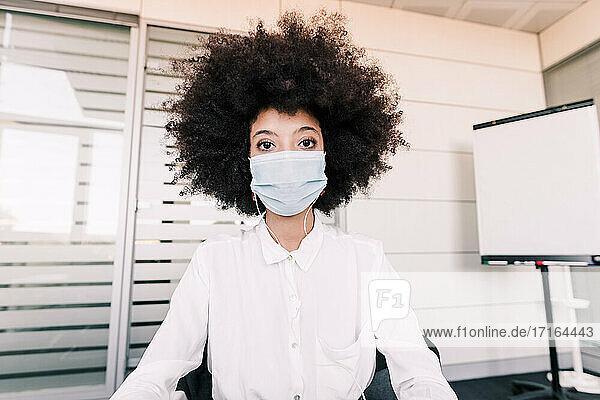 Businesswoman wearing a face mask