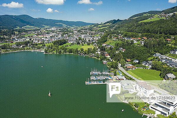 Austria  Upper Austria  Mondsee  Aerial view of town on shore of Mondsee Lake in summer