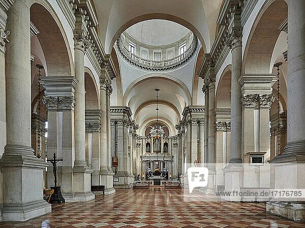 Innenaufnahmen der San Giorgio Maggiore-Kirche  Chiesa di San Giorgio Maggiore  Venedig  Venetien  Italien  Interior shot of Chiesa di San Giorgio Maggiore  Venice  Veneto  Italy 