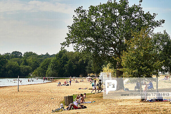 France. Rennes; city; Ille-et-Vilaine department  Brittany. It is by rented bicycles that some summer visitors from Rennes come to take advantage of the coolness of the Apigné ponds to bathe and sunbathe. The ponds of Apigné are the closest bathing place to Rennes.