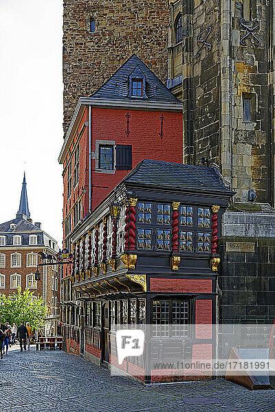 Marktplatz am Rathaus  Rathaus  Restaurant Postwagen