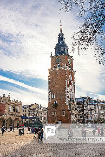 Krakau  Polen  Blick auf den mittelalterlichen Rathausturm auf dem Hauptmarkt