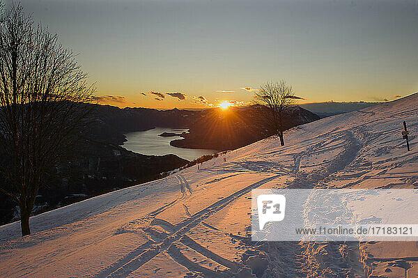 Europa  Italien  Lombardei  Provinz Lecco  Valsassina  Casargo  Ortschaft Alpe Giumello. Orobie Alpen.