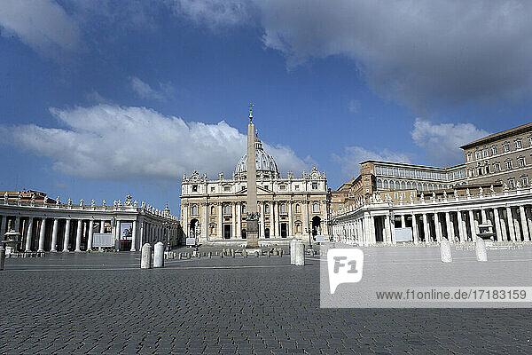 Italien  Latium  Rom  St. Peter Platz