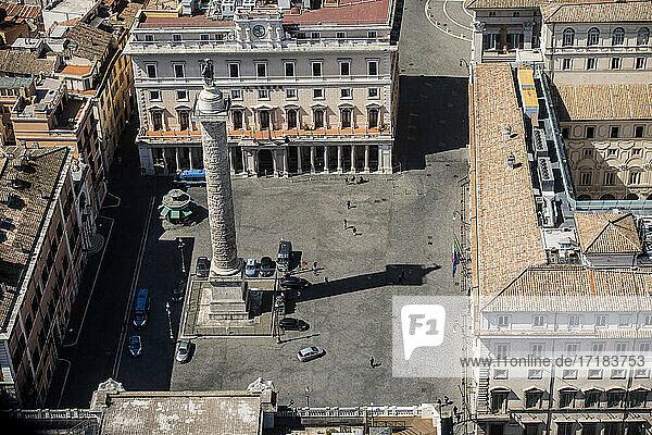Italien  Latium  Rom  Piazza Colonna und Palazzo Chigi
