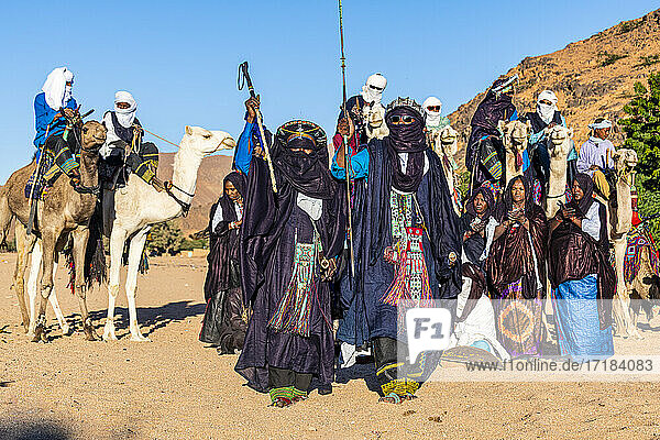 Traditional dressed Tuaregs  Oasis of Timia  Air Mountains  Niger  Africa