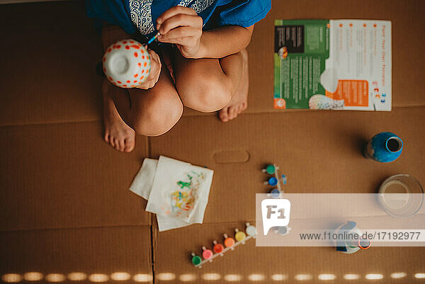 Child painting with paint kit
