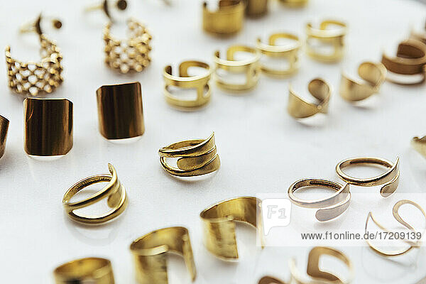Varieties of rings arranged in design studio