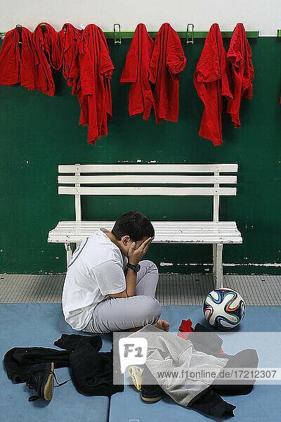 Opfer eines Missbrauchs in einer Schulsporthalle