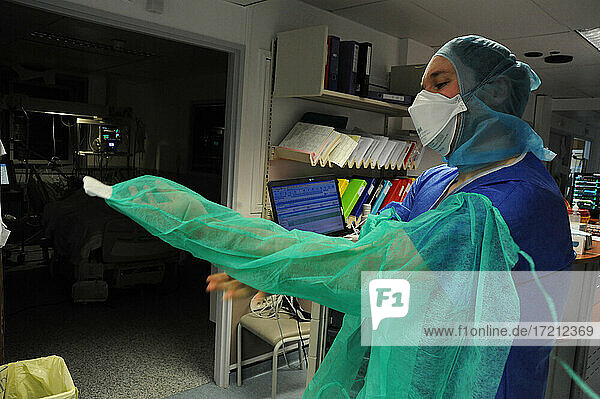 Medical intensive care unit covid-19