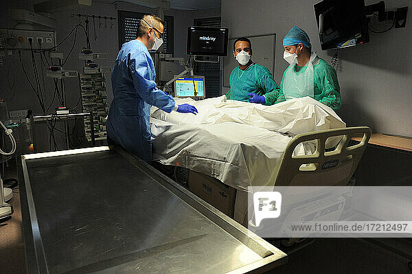 Covid-19 Todesfälle im Krankenhaus Covid-19 Todesfälle im Krankenhaus