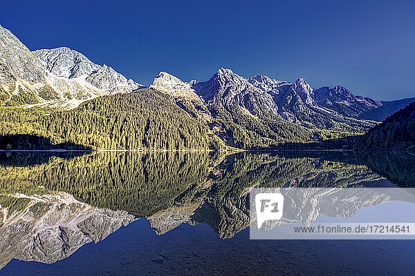 Suedtirol  Provinz Bozen  Pustertal Antholzer Tal Antholzer See| Alto Adige  Provincia di Bolzano  South Tyrol  Val Pusteria  Valle Anterselva  Lago di Anterselva