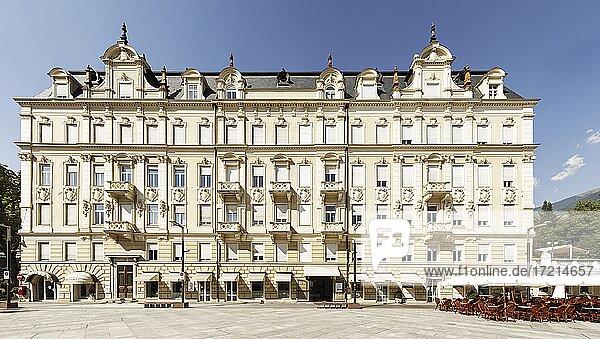 Suedtirol; Provinz Bozen; Meran  Palais Esplanade  Sandplatz| Italy; Italia; Alto Adige; South Tyrol; Provincia di Bolzano; Merano  piazza Rena