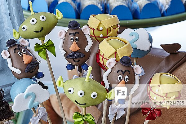 Essen Suesspeisen  Cookies  in Form von Disney Figuren Toy Story Kinder Geburtstags-Party| Food Desserts  cookies in the form of Diseny figures  Toy Story Lollipops  Kids Birthday party