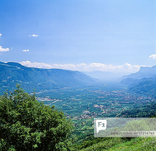 Suedtirol  Provinz Bozen  Landschaft  Dorf Tirol  Etschtal  Gandkofel | South Tyrol  Alto Adige  landscape  Val d'Adige  Penegal