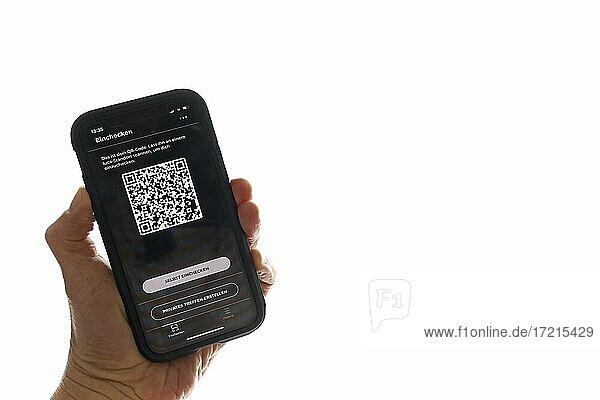 Hand hält Smartphone mit Luca App mit QR-Code vor Fenster  Corona-Krise  Deutschland  Europa