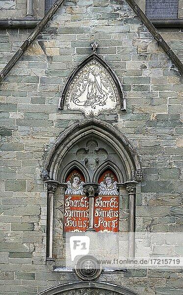 Fensternische mit Engelbildern  Nidarosdom  Trondheim  Trøndelag  Norwegen  Europa