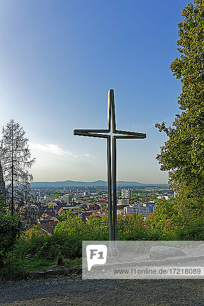 Metallkreuz  Freiburg  Rheinebene