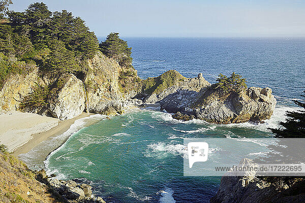 USA  California  Big Sur  Julia Pfeiffer Burns State Park with picturesque McWay Falls