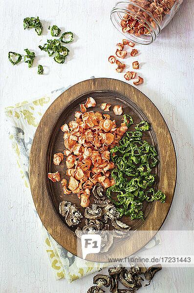 Getrocknete Karotten  Pilze und Paprika