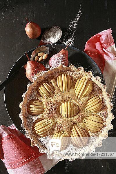 Birnen-Crostata mit Mandeln