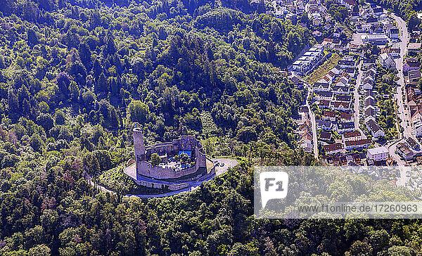 Luftaufnahme der Burgruine Windeck auf dem Wachenberg in Weinheim  UNESCO-Global-Geopark Bergstraße-Odenwald  Baden-Württemberg  Bergstraße  Odenwald  Süddeutschland  Deutschland  Europa.