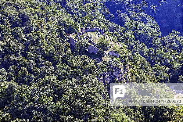 Luftaufnahme der Burg Schauenburg in Dossenheim  UNESCO-Global-Geopark Bergstraße-Odenwald  Baden-Württemberg  Bergstraße  Odenwald  Süddeutschland  Deutschland  Europa.