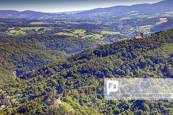 Luftaufnahme von Wachenburg und Windeck auf dem Wachenberg in Weinheim  UNESCO-Global-Geopark Bergstraße-Odenwald  Baden-Württemberg  Bergstraße  Odenwald  Süddeutschland  Deutschland  Europa.