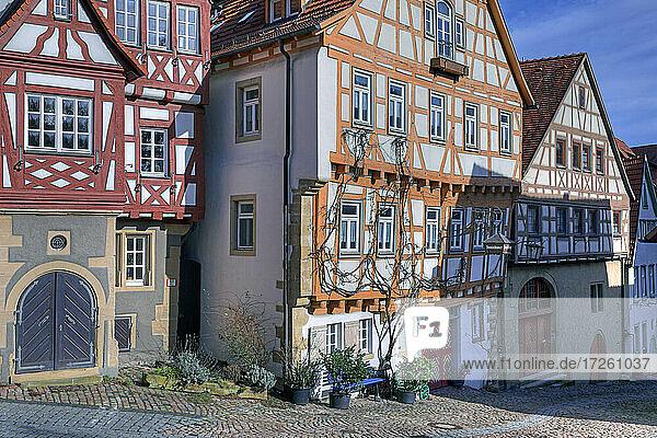 Fachwerk-Ensemble in der Klostergasse in der Altstadt von Bad Wimpfen im Kraichgau  Landkreis Heilbronn  Baden-Württemberg  Süddeutschland  Deutschland  Europa.