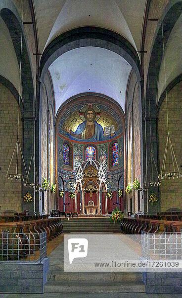Innenansicht der Kirche der Benediktinerabtei Maria Laach in Glees  Rheinland-Pfalz  Deutschland  Europa