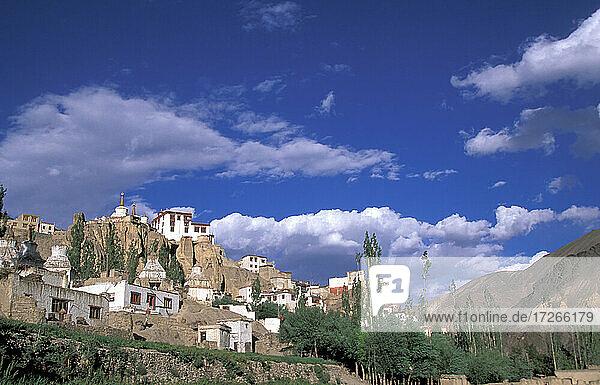 Indien  Ladakh  Bezirk Leh  Lamayuru  buddhistisches Lamayuru-Kloster im Himalaya