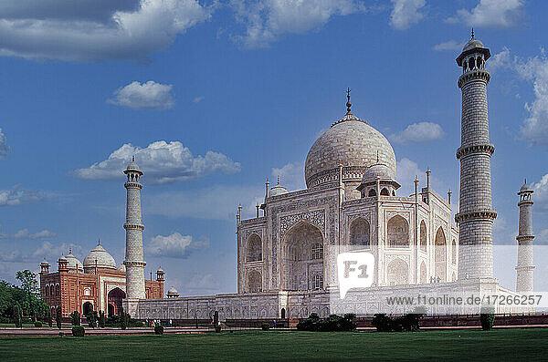Indien  Uttar Pradesh  Agra  Taj Mahal mit Minaretten