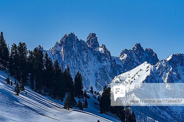 USA  Idaho  Stanley  Sawtooth Mountains mit Schnee