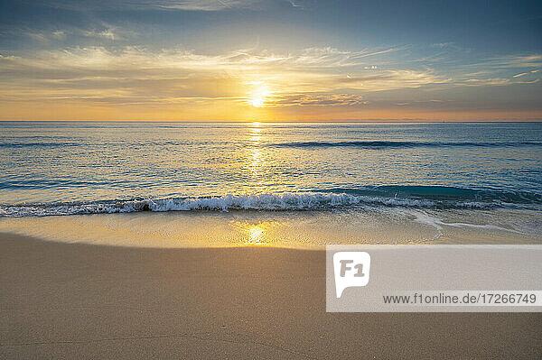 USA  Florida  Boca Raton  Sonne  die über dem Meer aufgeht