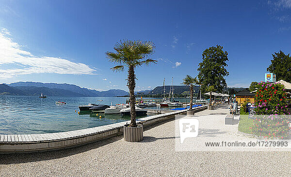 Austria  Upper Austria  Attersee am Attersee  Lakeshore promenade in summer