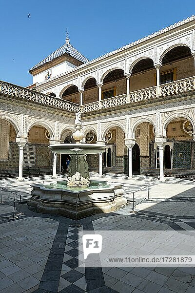 Inner courtyard with archways and fountain  Moorish architecture  city palace  Andalusian noble palace  Casa de Pilatos  Seville  Andalusia  Spain  Europe