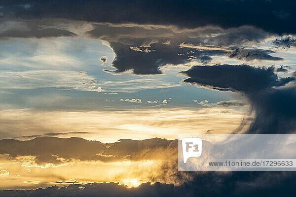 USA  Idaho  Bellevue  Dramatischer Himmel bei Sonnenuntergang nahe Sun Valley