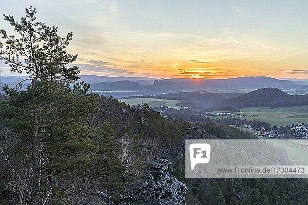 View from Papststein at sunrise with Kleinhennersdorf  Elbe valley and Schrammsteinen  Saxon Switzerland  Saxony  Germany  Europe