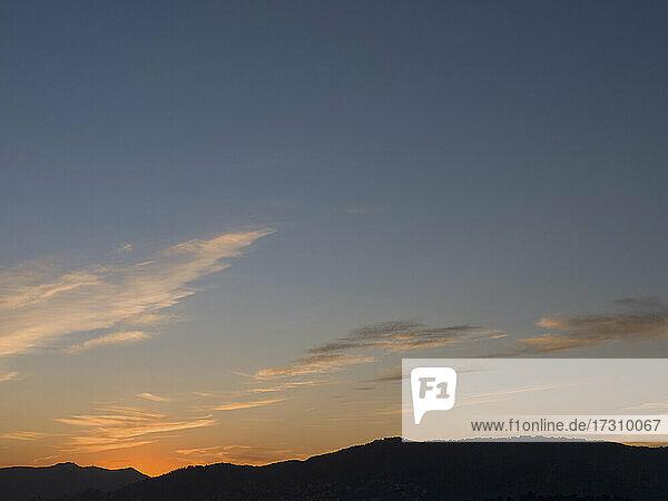 Sonnenuntergang Himmel mit Wolken  Französisch Riviera  Frankreich