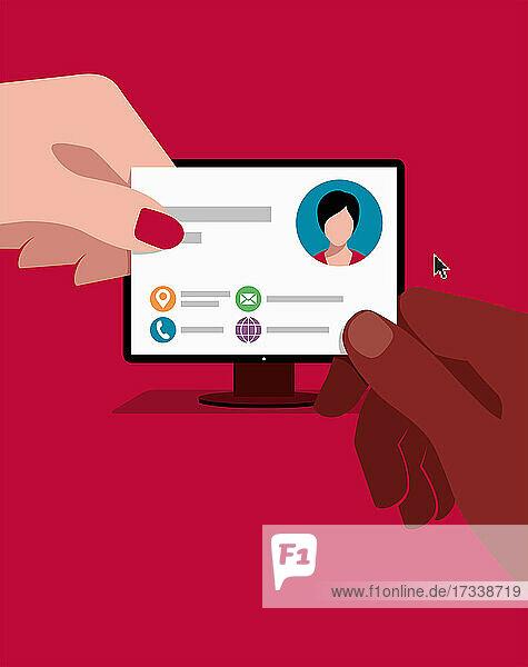 Frau gibt Kontaktdaten auf Computerbildschirm als Visitenkarte