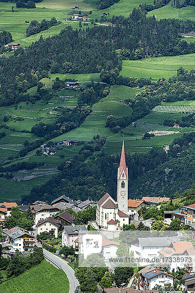 Italien  Alto Adige  Stadtbild einer kleinen Stadt in der Nähe von Bressanone