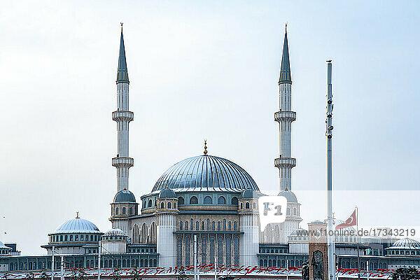 Turkey  Istanbul  Exterior of Taksim Mosque