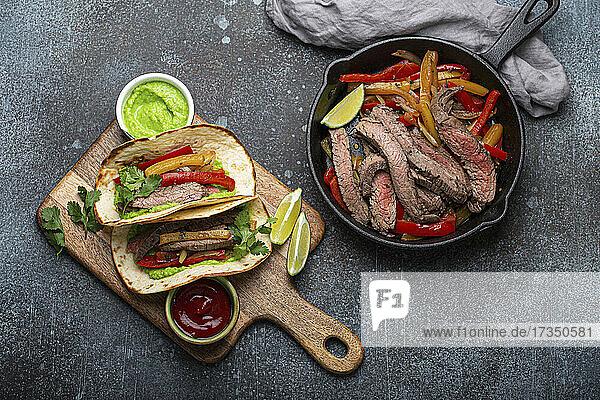 Mexikanische Rindfleisch-Fajitas mit Paprika